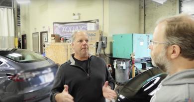 Zac Cataldo in gesprek met Bobby Cobb van Today's Collision Tesla Repair Center